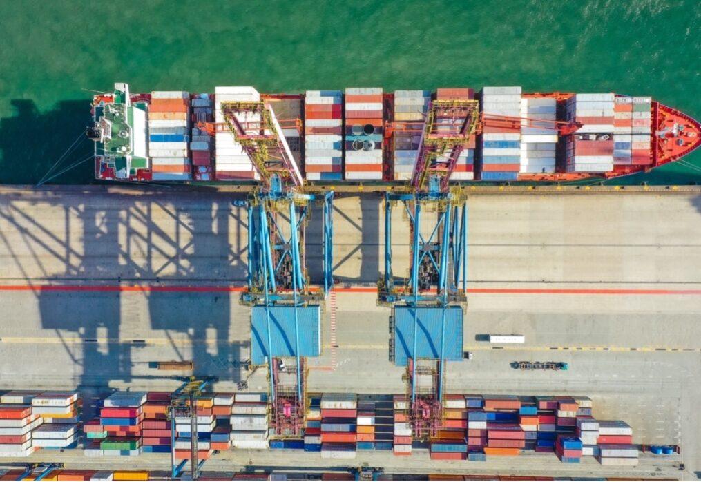 ベトナムの貿易収支は5年連続黒字!最新情報と貿易相手国・品目について解説